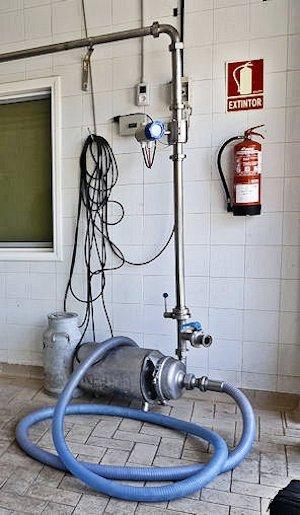 descargas de cisternas de leche con un cuentalitros electromagnético