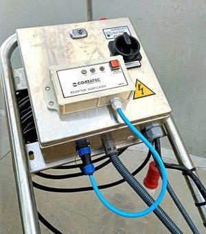 Receptor de RF instalado en una bomba de trasiego de vino